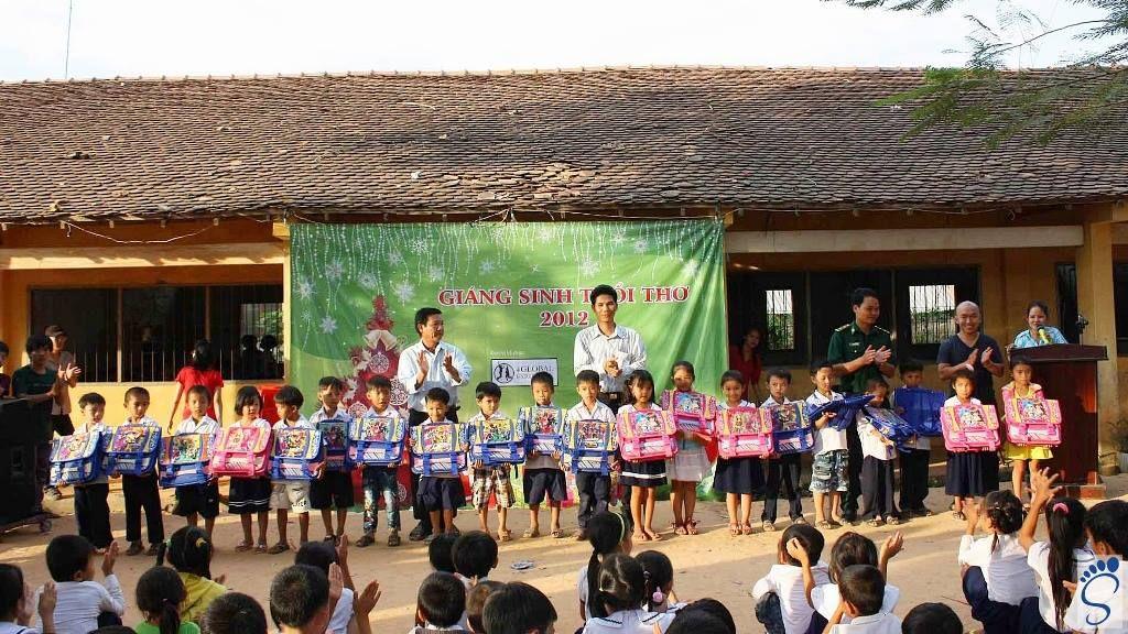 GIÁNG SINH TUỔI THƠ 2012 0